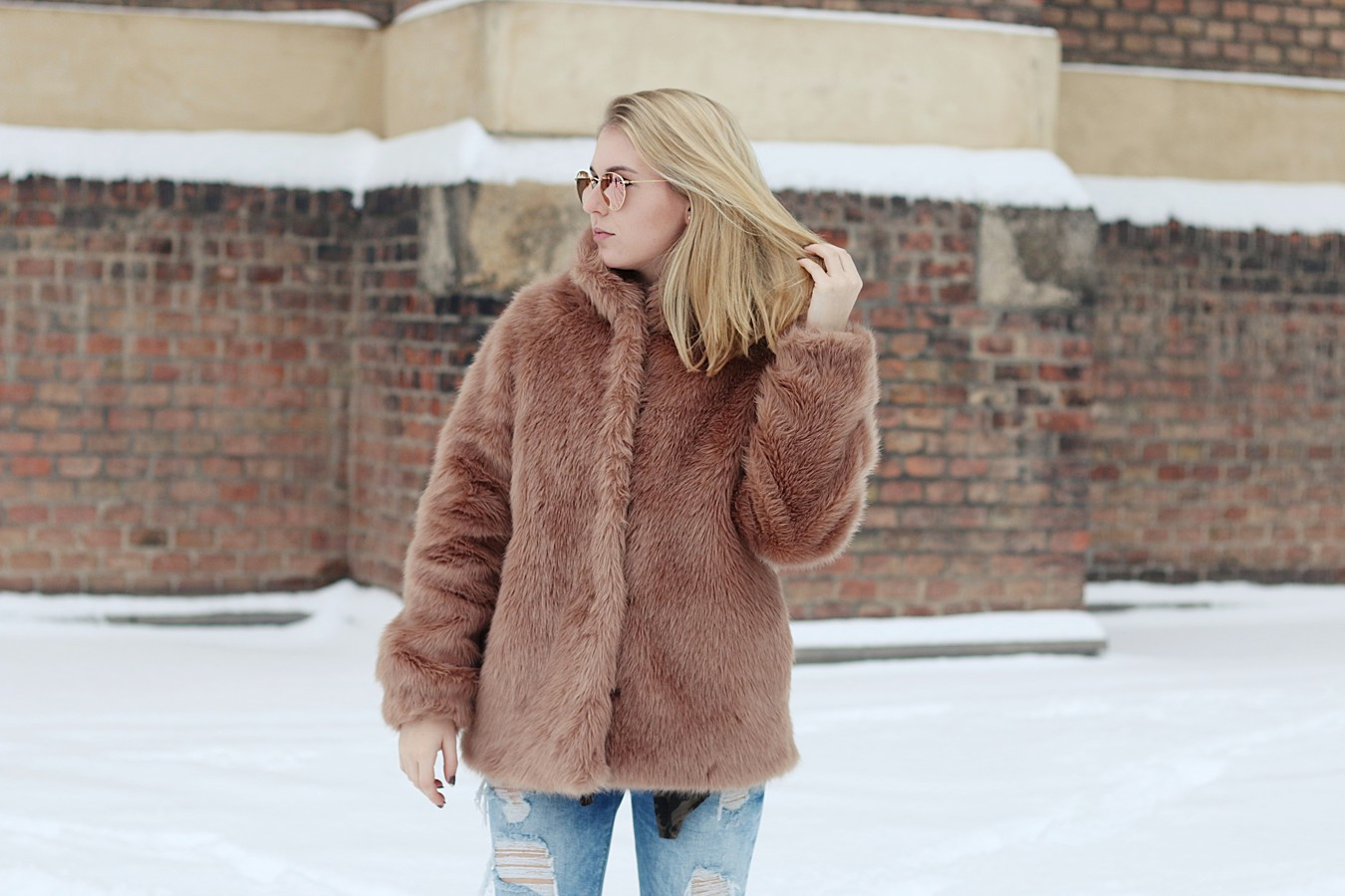 oliviasly_outfit_winter_croptop_faux_fur_jacke_spring_color21