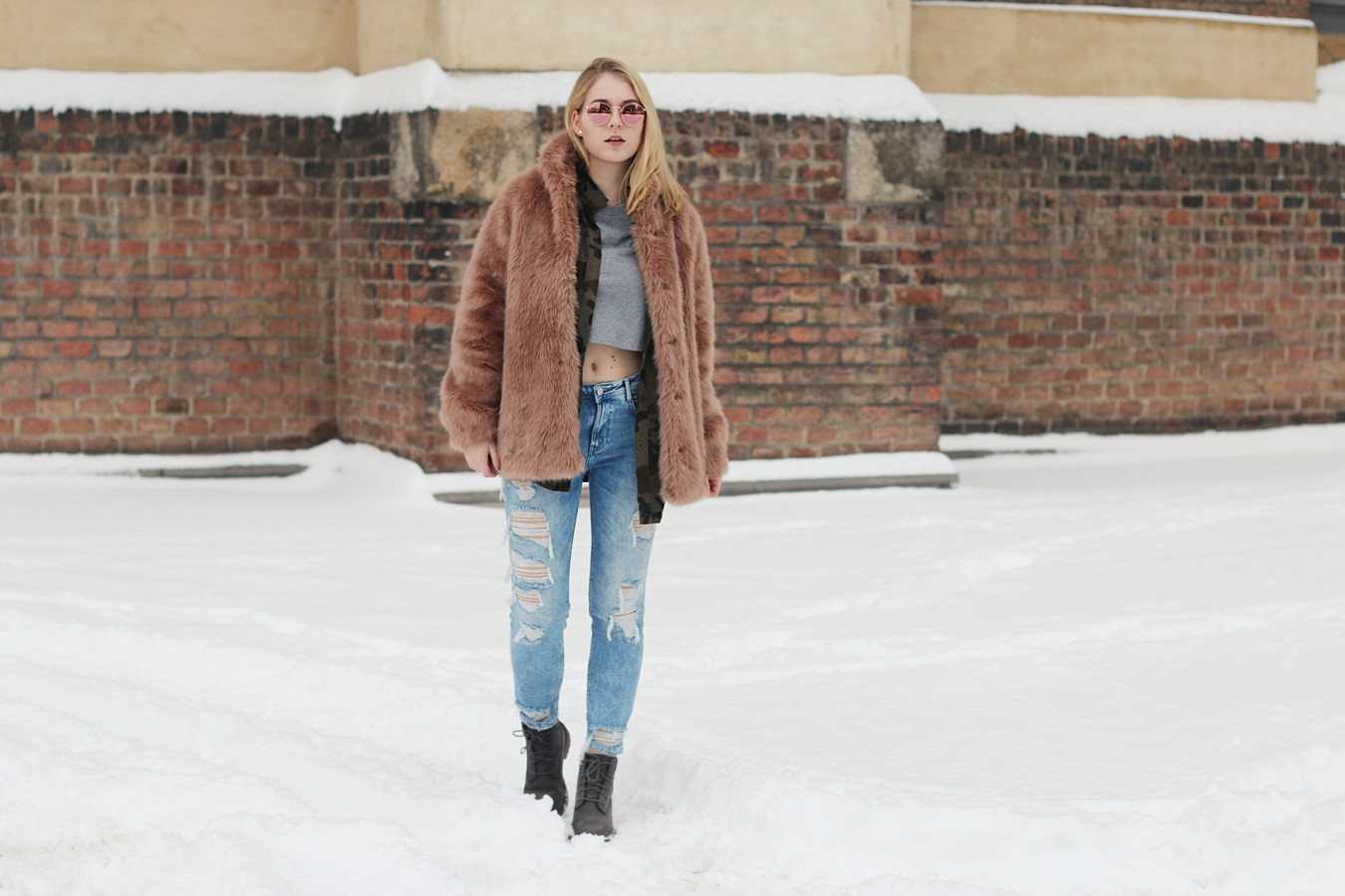 oliviasly_outfit_winter_croptop_faux_fur_jacke_spring_color22