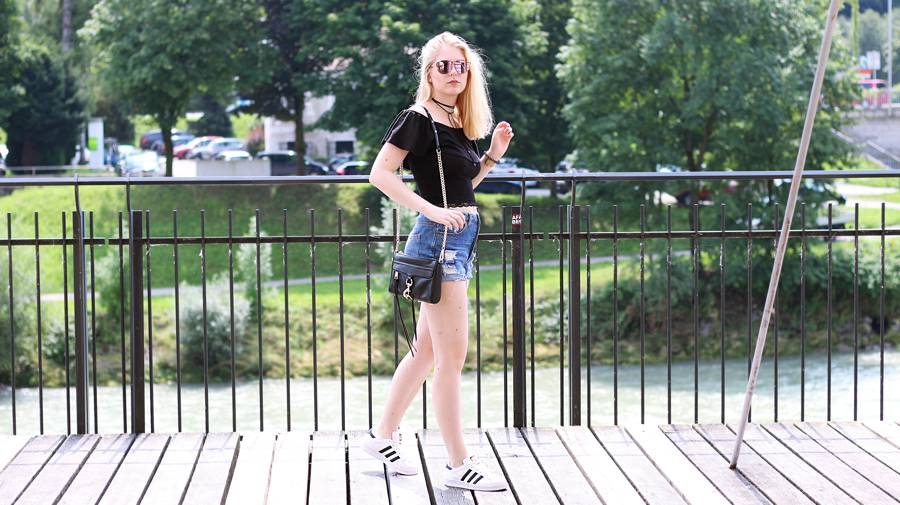 olivialy_outfit_shorts_off_shoulder_choker4