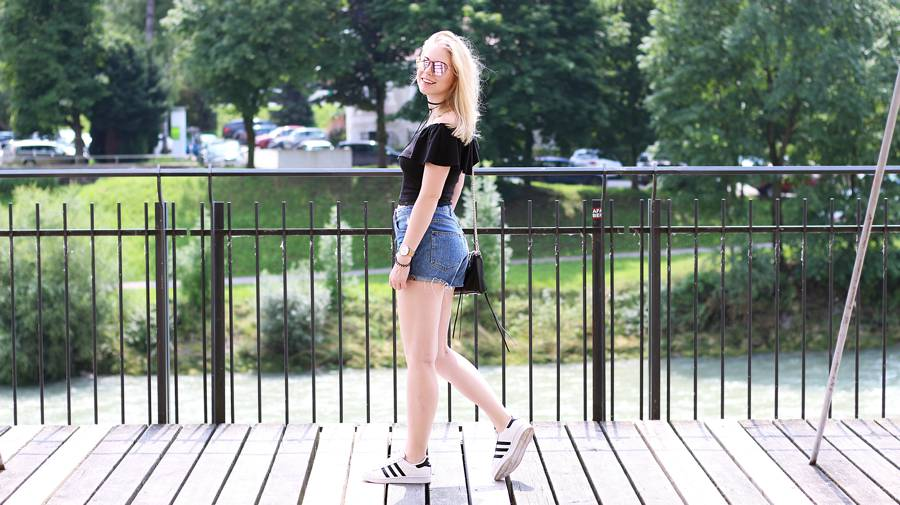 olivialy_outfit_shorts_off_shoulder_choker5