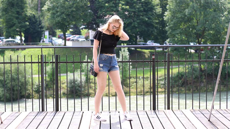 olivialy_outfit_shorts_off_shoulder_choker8