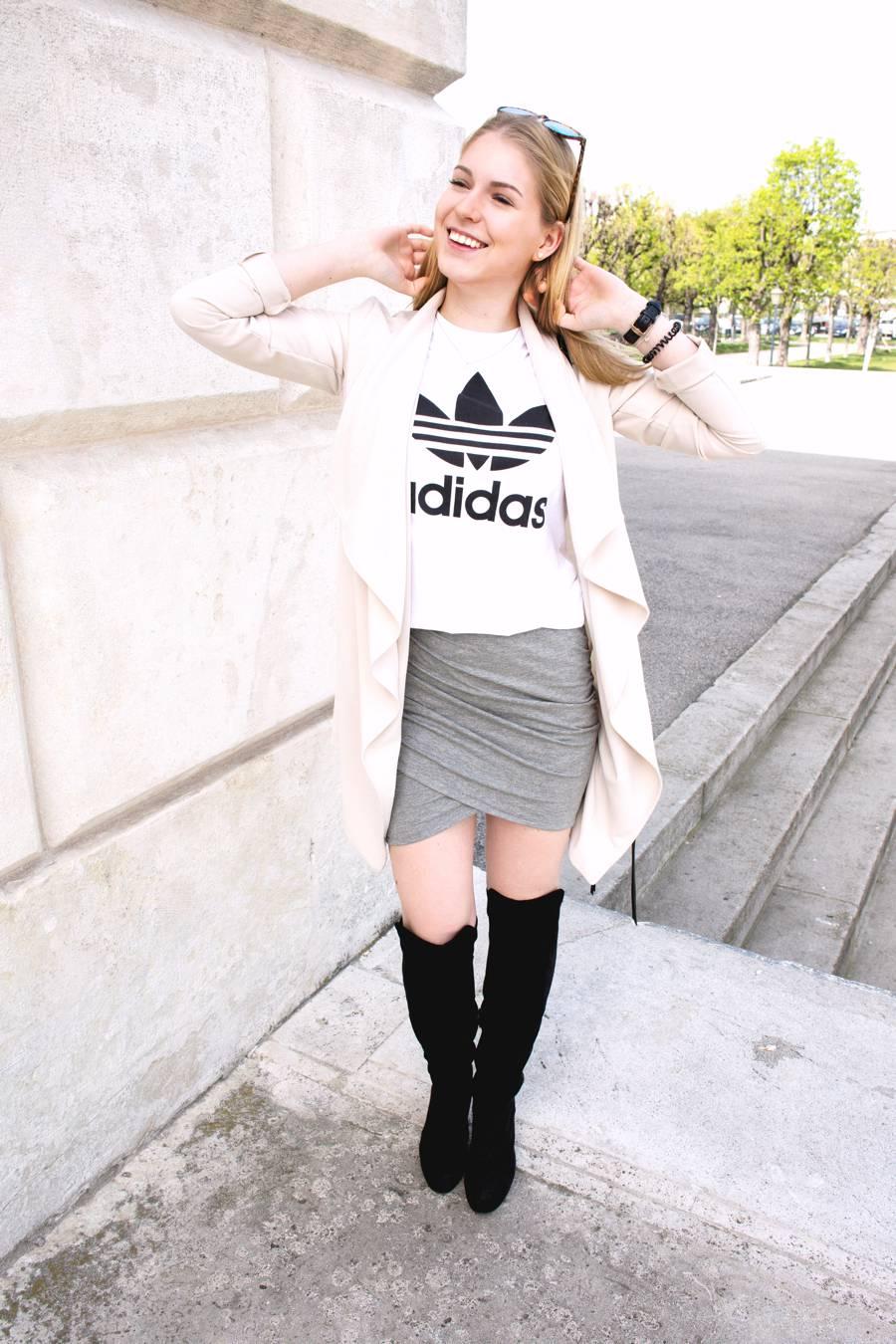 oliviasly_outfit_overknees_wickelrock_beige_adidas9